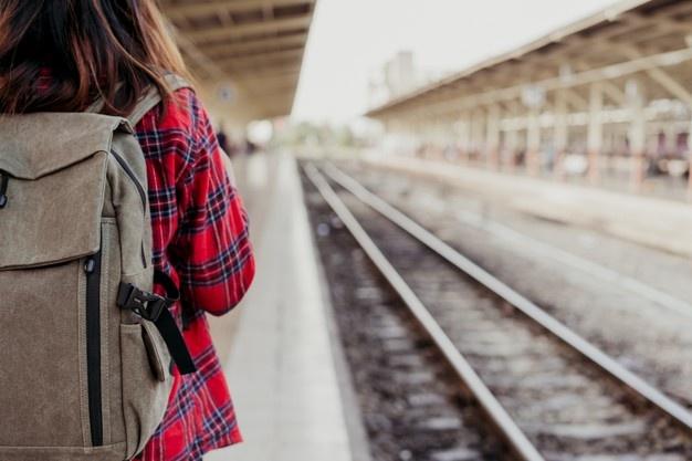 traveling naik kereta
